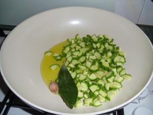 padella con zucchine e lauro